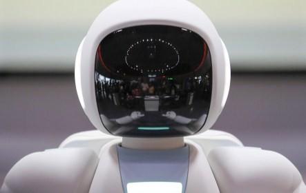 Aszino az nteraktív japán tárlatvezető robot